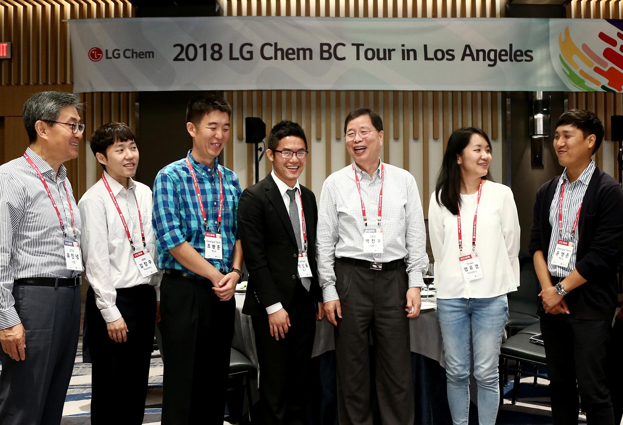LG화학 CEO 박진수 부회장(오른쪽 세번째)과 CTO 유진녕 사장(왼쪽 첫번째)이 미국 LA에서 열린